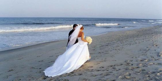 Matrimonio Spiaggia Lignano : Organizzazione eventi moai beach